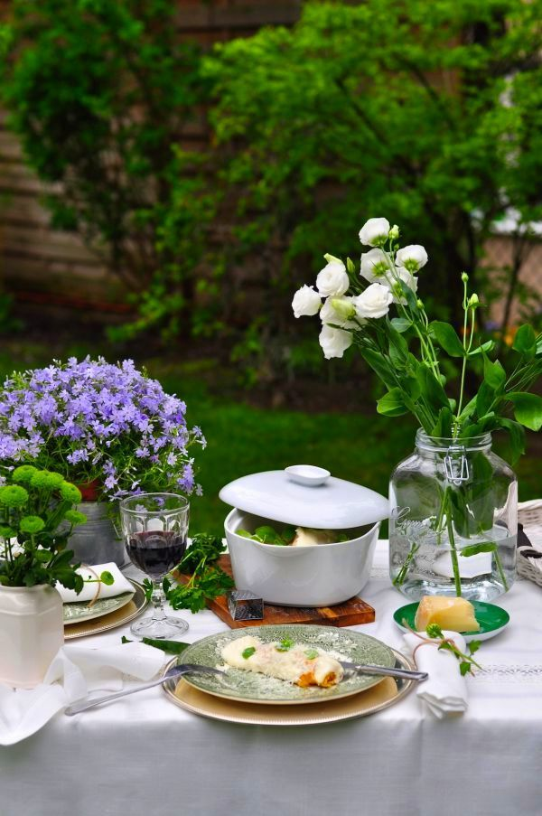 Casa Simples — luvrumcake:   Unify a summer table setting with...