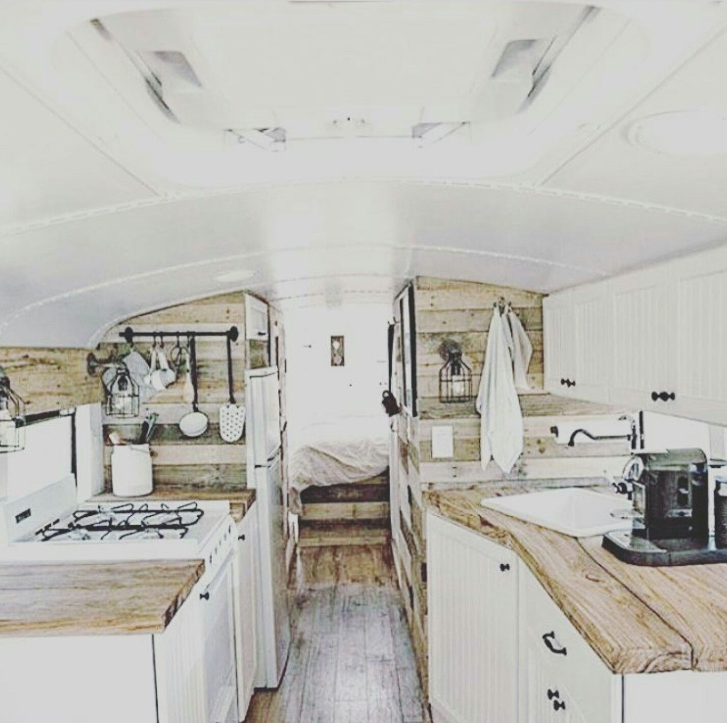 bags 39 on camping hacks pinterest wohnwagen campingbus und wohnmobil. Black Bedroom Furniture Sets. Home Design Ideas