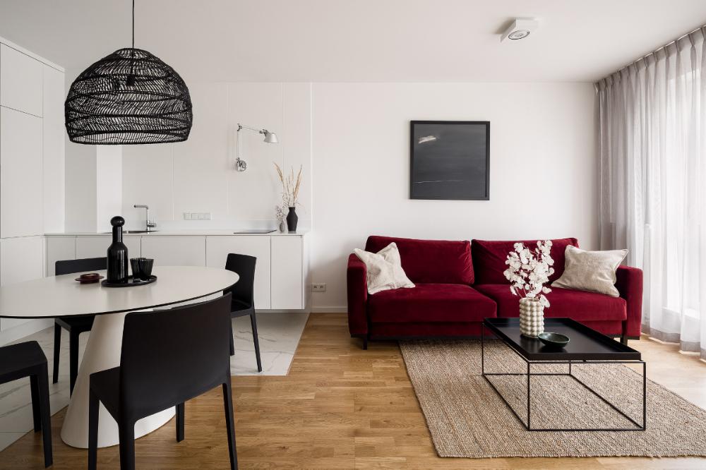 Minimalistyczne Mieszkanie 37 M2 Z Welurowa Sofa I Ukrytym Lozkiem Home Decor Home Small Apartments