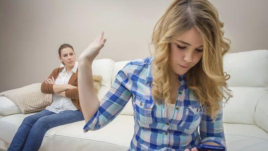 Mensajes con contenido sexual o ciberacoso son algunas de los peligros a los que se enfrentan.
