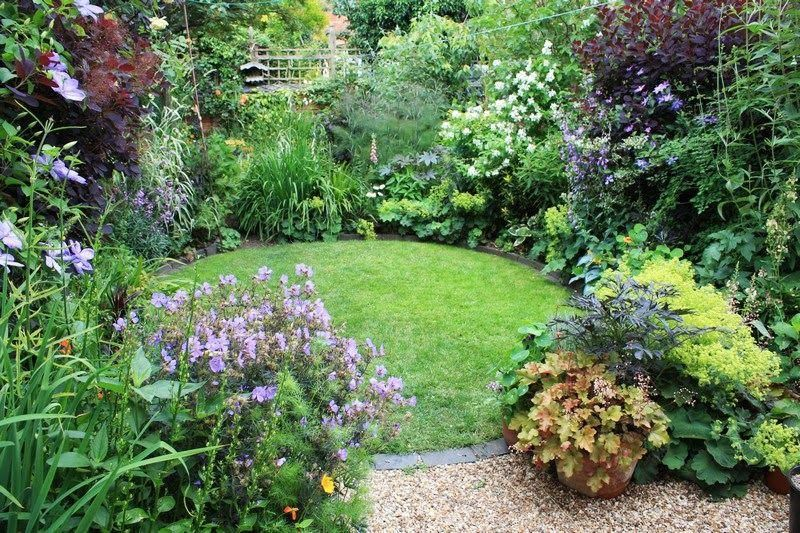 Circular Lawn And Planting 5 Qpr Small Garden Design Small Backyard Landscaping Backyard Garden Landscape