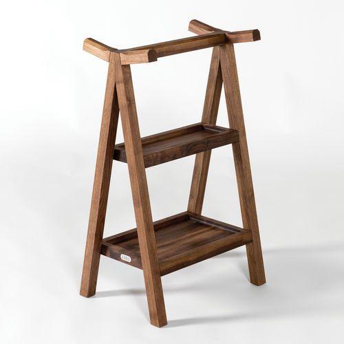 stummer diener mit fu gestell modern holz servant by matej chabera lugi wohnen holz. Black Bedroom Furniture Sets. Home Design Ideas