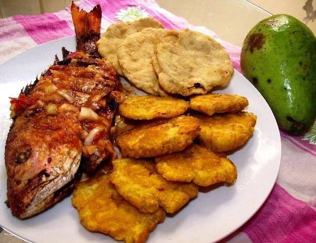 Pescado Frito Al Escabeche Tostones De Platano Verde Yaniqueques Y