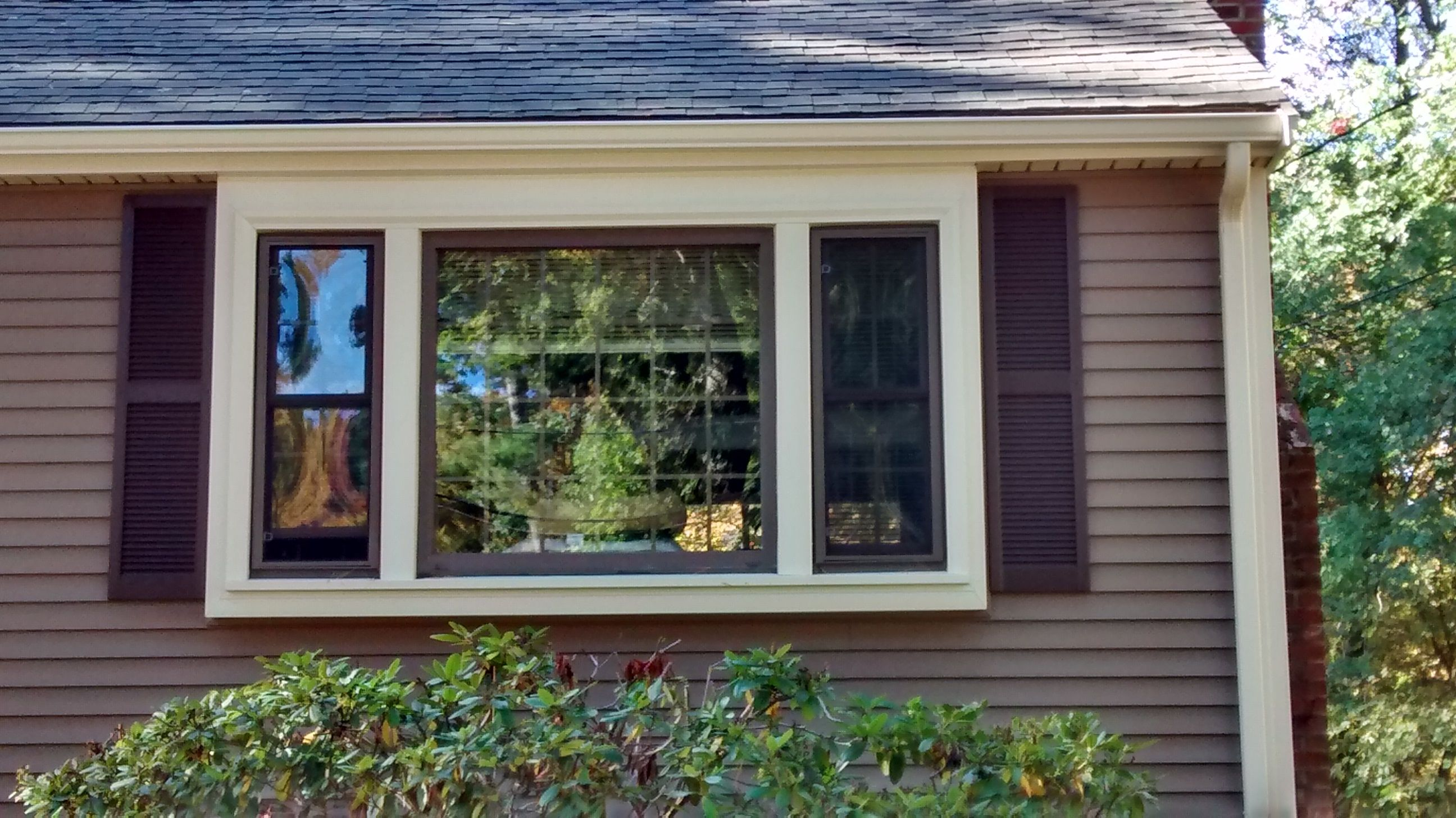 Mastic carvedwood vinyl siding in rugged canyon with for Siding and trim colors