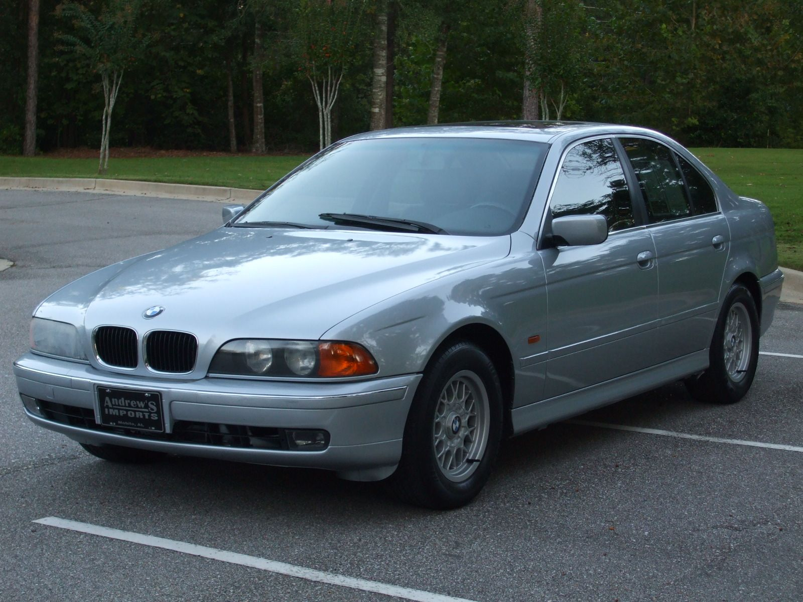 Mine is a dark red Love my 1998 BMW 528i