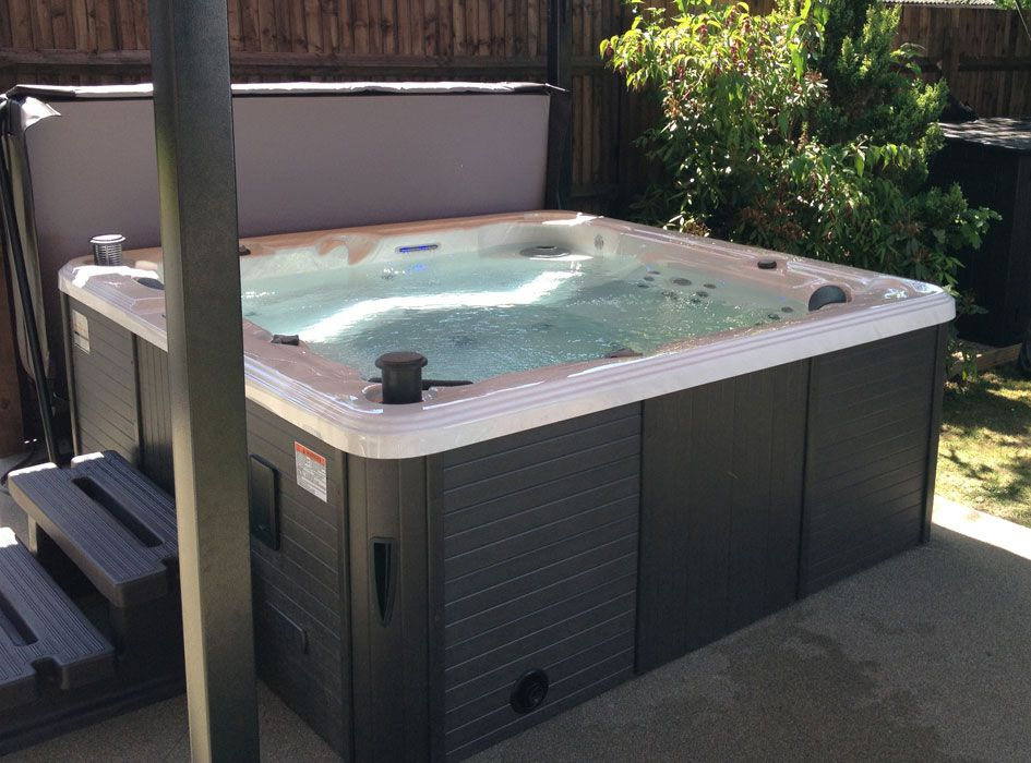 Toronto Hot Tub | Hot Tubs and Spas (UK) | Canadian Spa Company ...