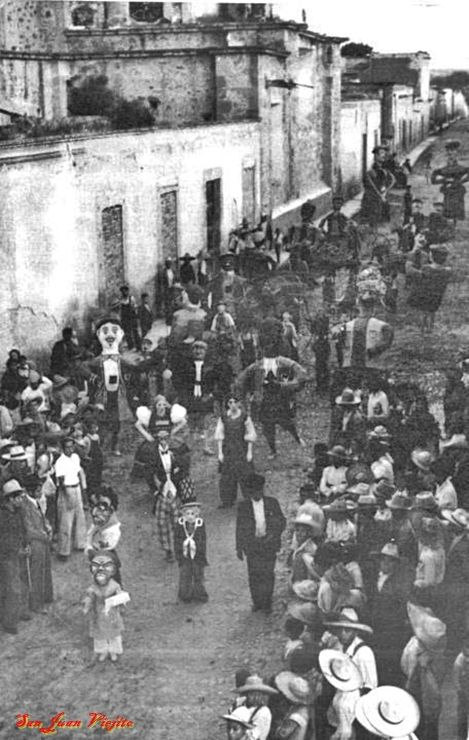 Monos o Mogigangas en San Juan de los Lagos Jalisco Mexico 3