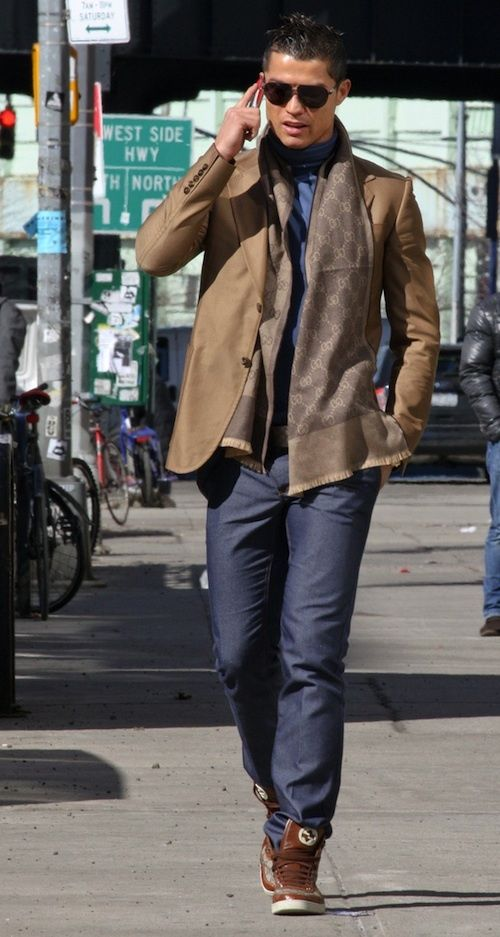 842257c6bda7cb Cristiano Ronaldo with Gucci scarf and shoes   Celebrities   Mens ...