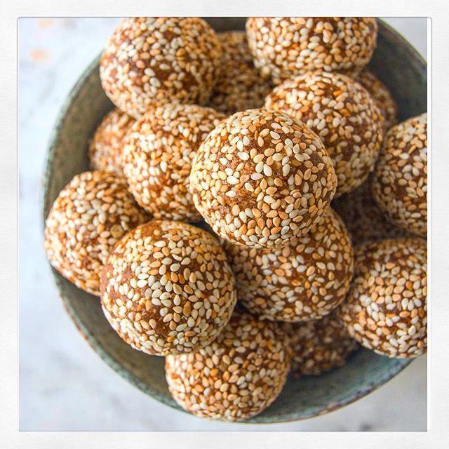 sesame and vanilla nut free energy balls rezept. Black Bedroom Furniture Sets. Home Design Ideas