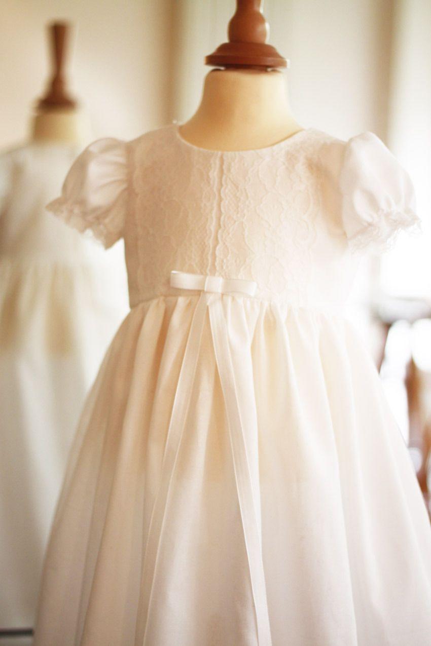 a8544ed9967de Robe de baptême longue bébé en voile de coton et dentelle italienne - Emma…