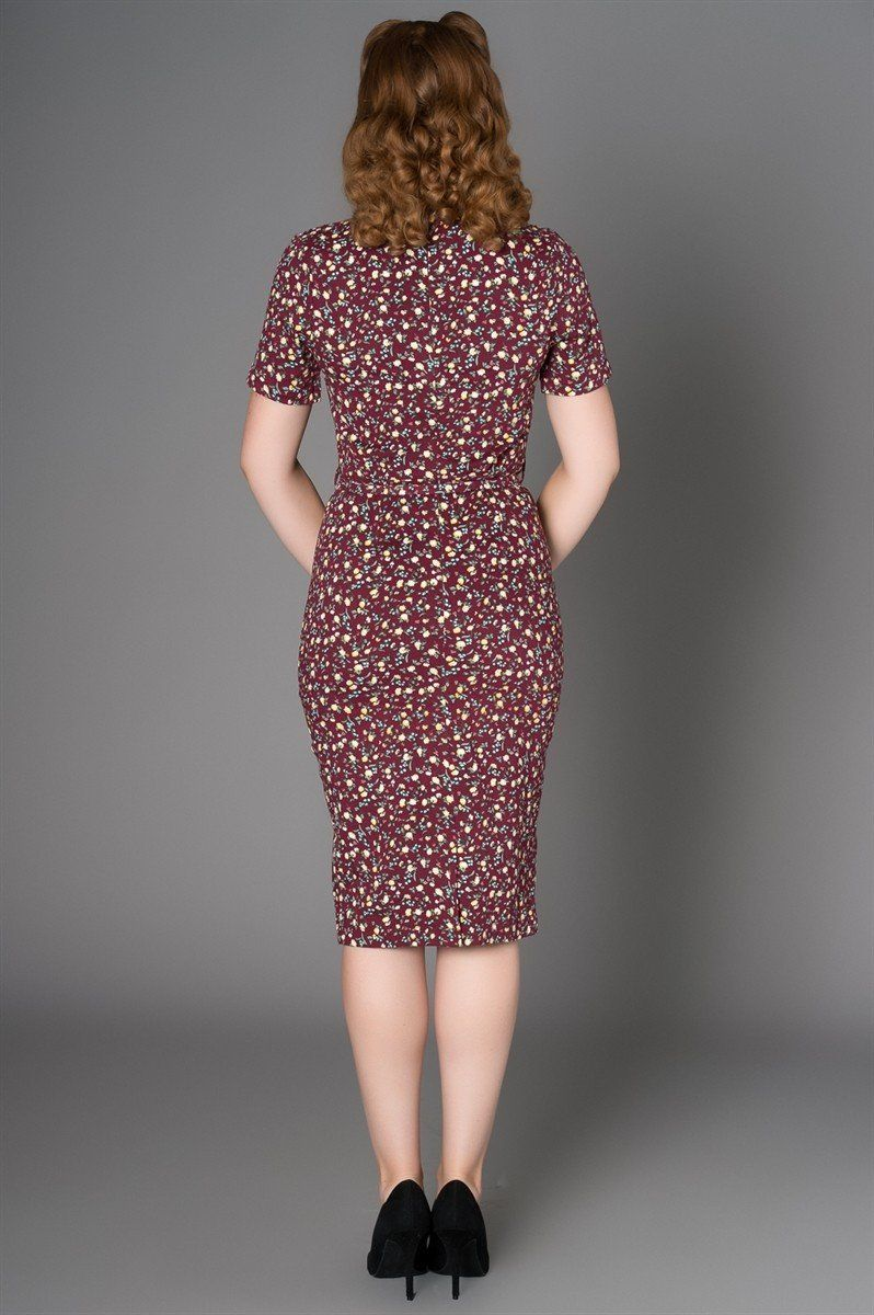 The Gail Dress in Multi makes every day a little more delightful. This midcentury-inspired style exudes class and sophistication thanks to the extraordinarily flattering cut and breathtaking floral print. Whether tending to the home or out on the town, you'll certainly be the most distinguished dame around.