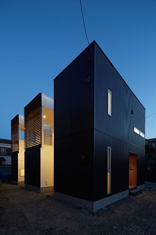 Maison minimaliste avec un bardage en acier galvanis for Construire maison minimaliste