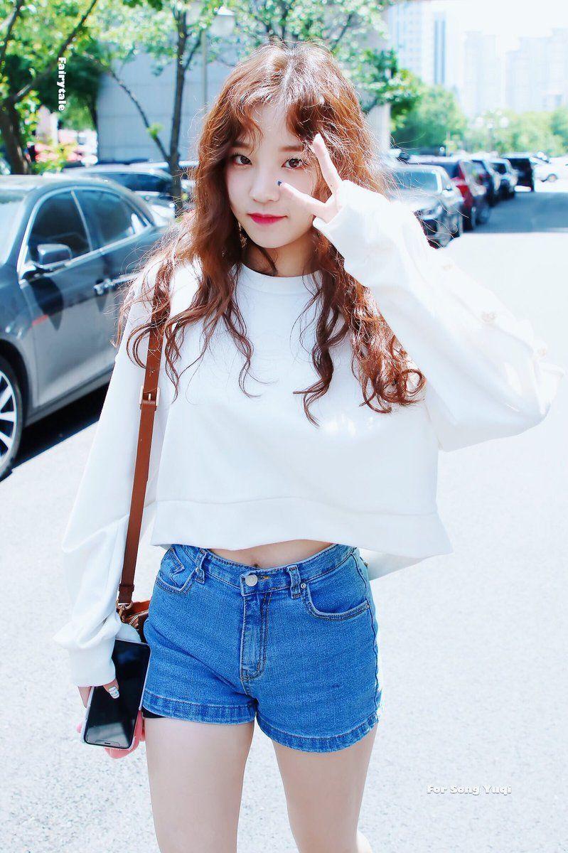 #cherrybullet #bora   Korean fashion, Kpop girls, Stage outfits
