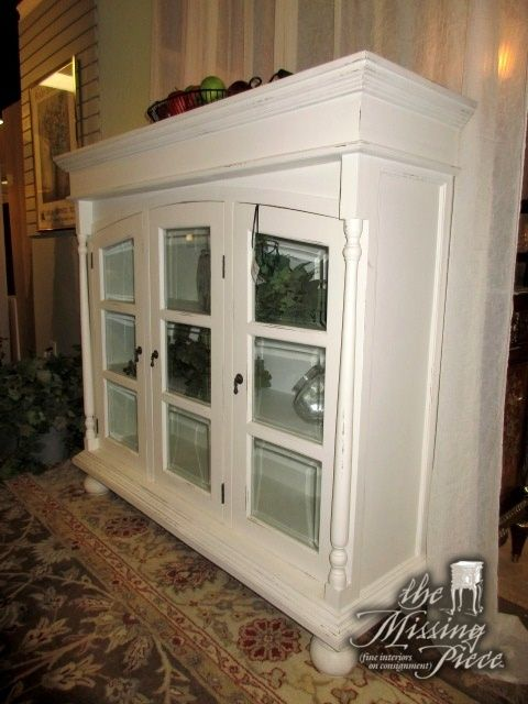 Glass Door Cabinet In White There Are Two Shelves Inside Could Be
