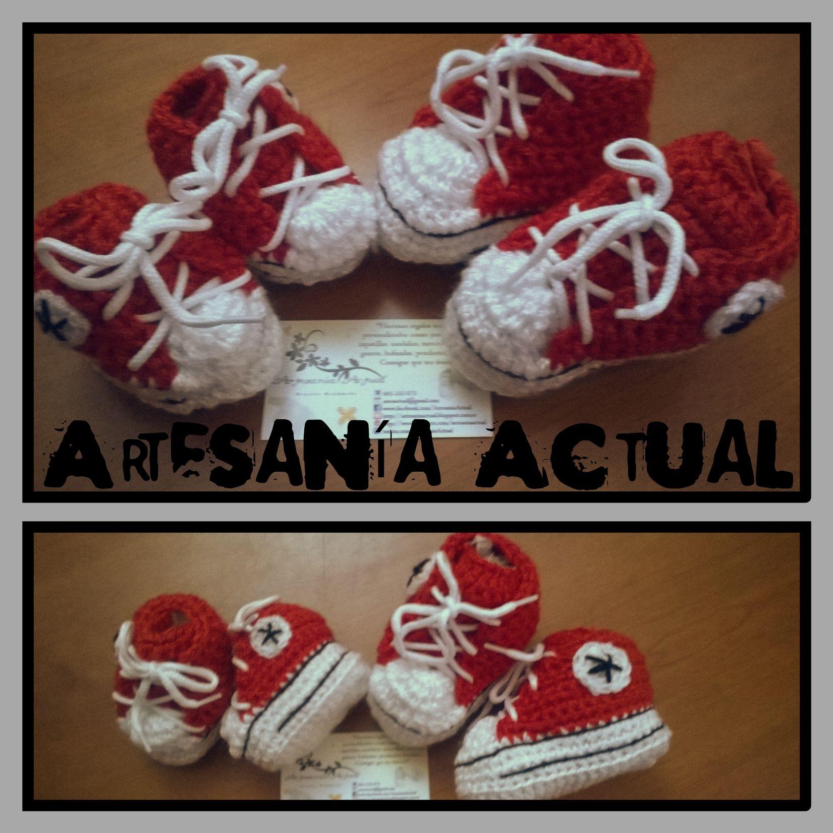 Zapatillas rojas en dos tallas: 4 meses y 18 meses. <3  #zapatillas #bebé #crochet #ganchillo #allstar #deportivas #rojo #patucos