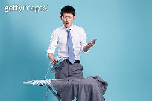 Young men do housework - gettyimageskorea