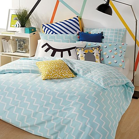 Let the Scribble Zig-Zag Duvet Cover Set liven up your bedroom with modern style. In a beautiful aqua, this set is adorned with an eye-catching pattern that's sure to make a statement in any room while also complementing its décor.