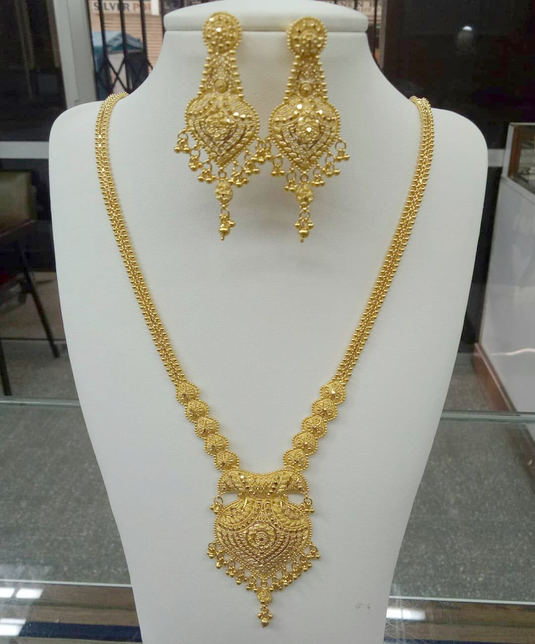 Jewellery Appraisal Our Jos Alukkas Jewellery Near Me Before Jewellery Online Ksa Bridal Gold Jewellery Bridal Gold Jewellery Designs Gold Necklace Designs
