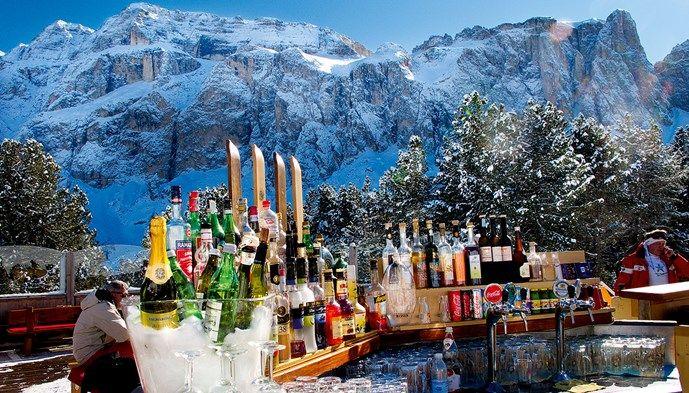 I Val Gardena njuter man av livet! Skiing Snow winter STS Alpresor puder skidresa Alperna