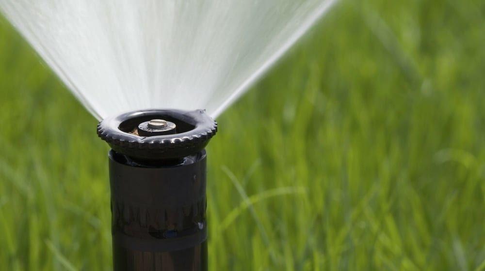 Broken Sprinkler Head Easy Way To Replace Diy Projects Sprinkler System Cost Sprinkler Sprinkler Heads