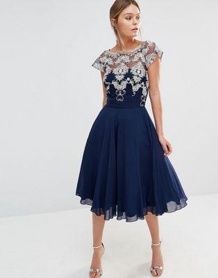 Chi Chi London Chiffon Tulle Prom Dress With Contrast Embroidery Mit Bildern Tull Abiballkleid Kleider Kleidung