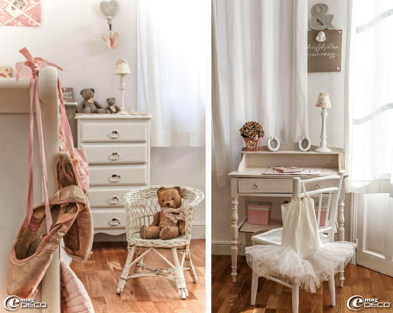 vieille paire de pointes 39 repetto 39 accroch e au pied d 39 un. Black Bedroom Furniture Sets. Home Design Ideas