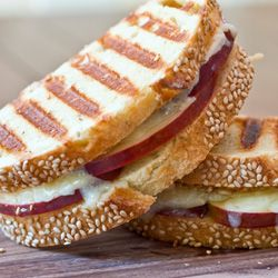 Cheddar, Apples Grilled Cheese