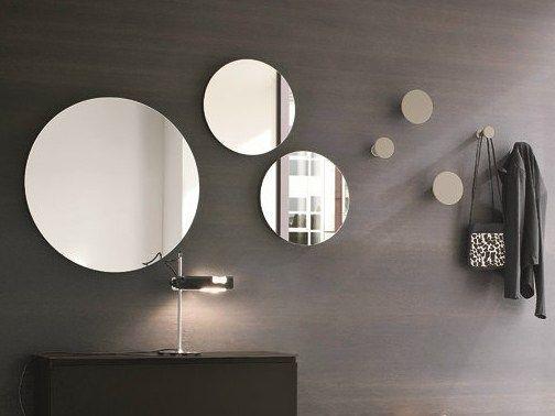 Verschieden Grosse Runde Spiegel Als Badspiegel Und Dekoelement