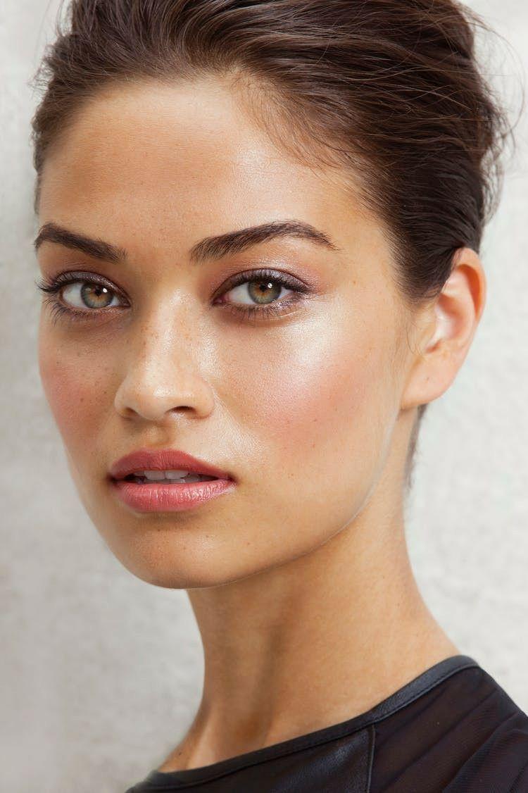 Natürliches Make Up betont Ihre Schönheit und lässt Ihr Gesicht strahlen! #betont #Gesicht #Ihr #Ihre #lässt #make-up #natürliches