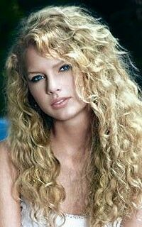 Taylor Swift With Her Naturally Curly Hair Taylor Swift Album Young Taylor Swift Taylor Swift