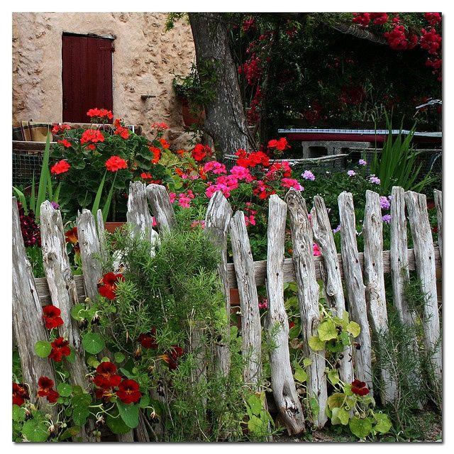 Cercas de madeira madeira fences por deposito santa for Cottage garden fence ideas