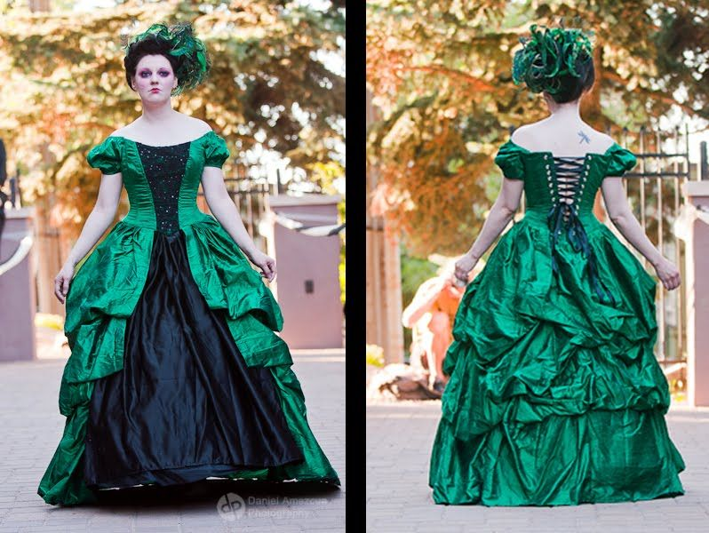 This is a beautiful green Victorian gown. | So into this look ...