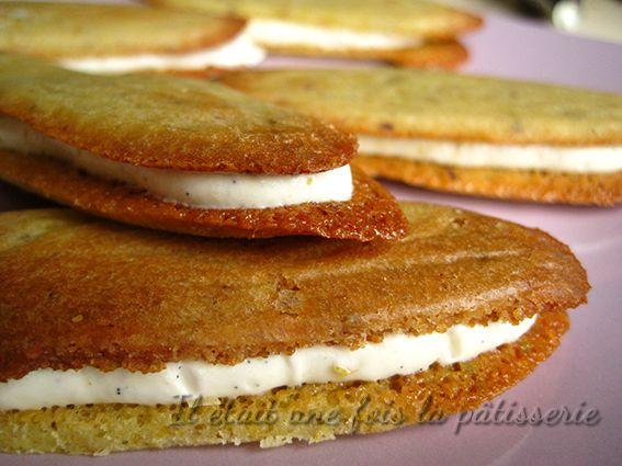 Langues de chats pistaches fourrées d'une crème chocolat blanc vanille