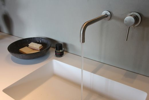 Wastafel uit 1 stuk kraan uit muur huis pinterest bathroom