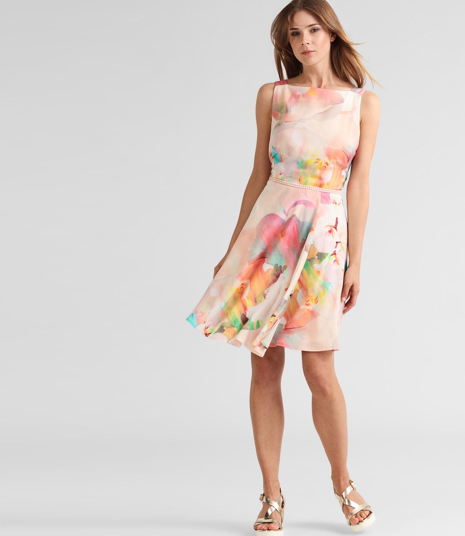 Schöne Sommerkleider, fröhliche Urlaubskleider, luftige