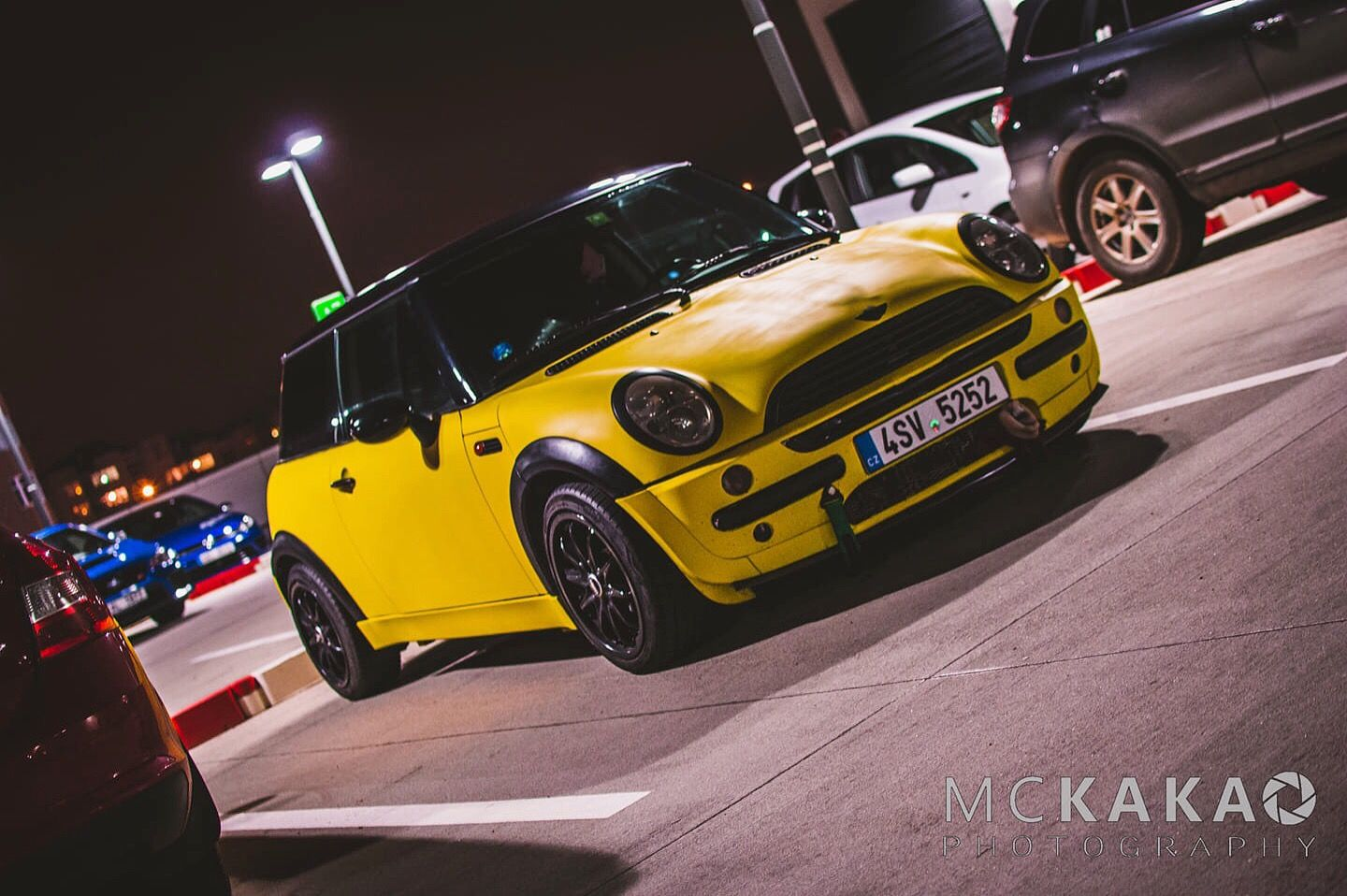That R50 Mini Yellow Black Mini Mini Cooper Toy Car
