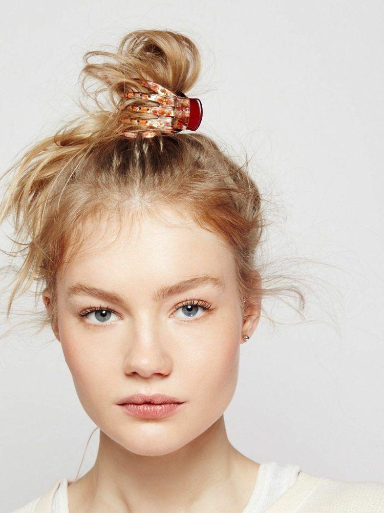 Frisur Mit Haarspange Viele Einfache Ideen Zum Haare Stylen Medium Haare Haar Styling Stilvolle Frisuren