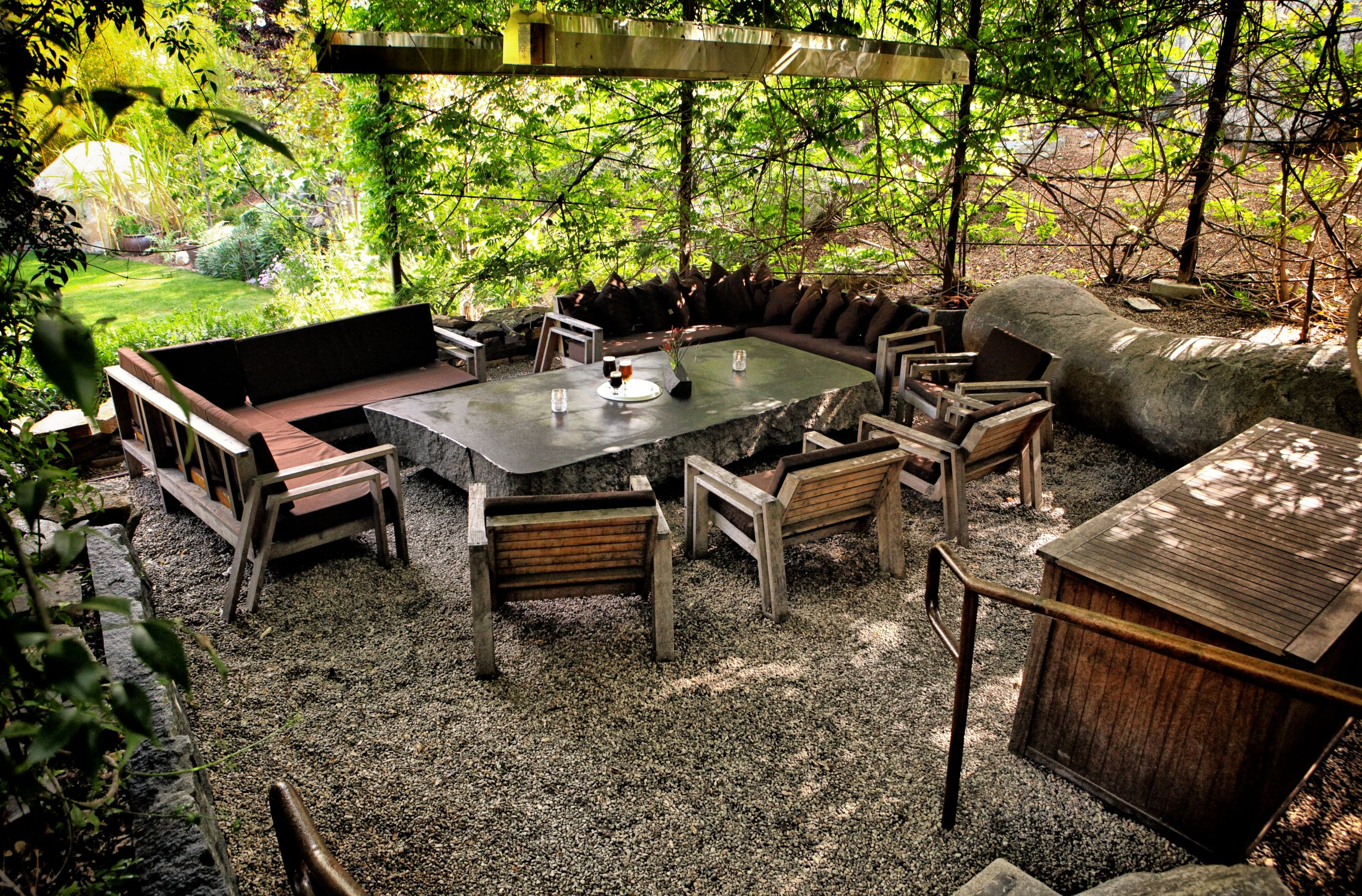 very relaxing outdoor seating area with pea gravel beautiful table