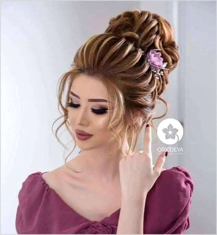 The Short Hair Length Enables You To Wear Trendy And Intimate Hairstyles On Your Own Wedding Beautifulhairstyles Ever Bridal Hair Buns Hair Styles Prom Hair