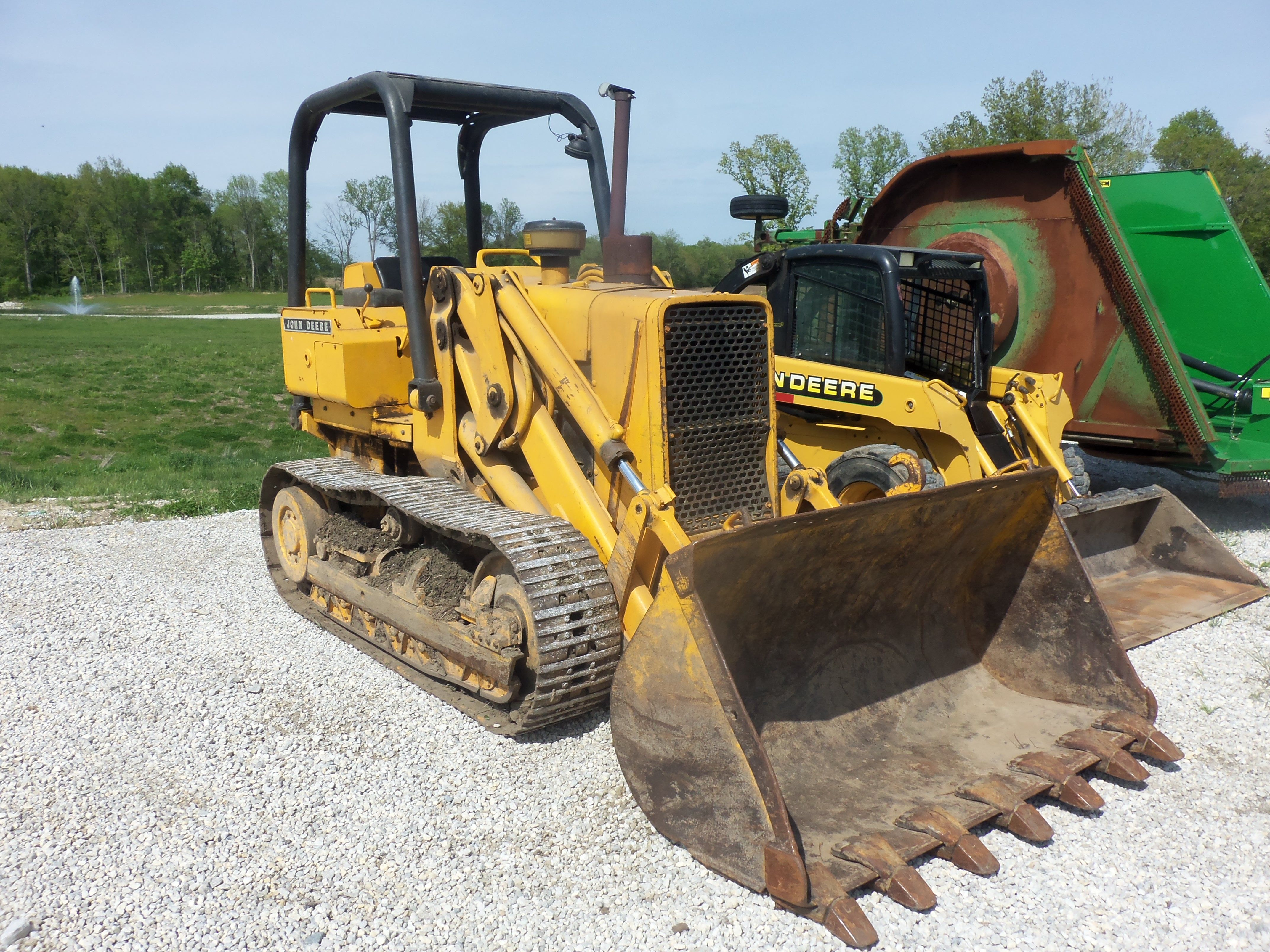 John Deere 555-A crawler loader Serial Number- 260053T.86 gross hp,78 net  hp from a turbocharged 276 cid diesel,17,470 lbs,8-6 hght,1.8 yards.