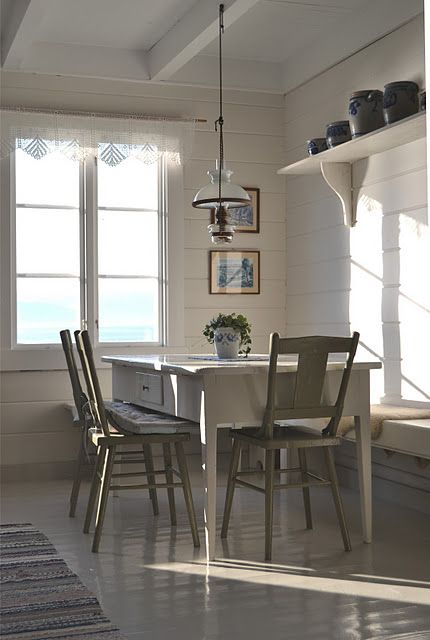 HAPPY KITCHEN ; SUNNY BREAKFAST NOOK