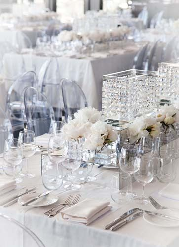 white and silver table setting, so elegant, yet so modern. | Wedding ...