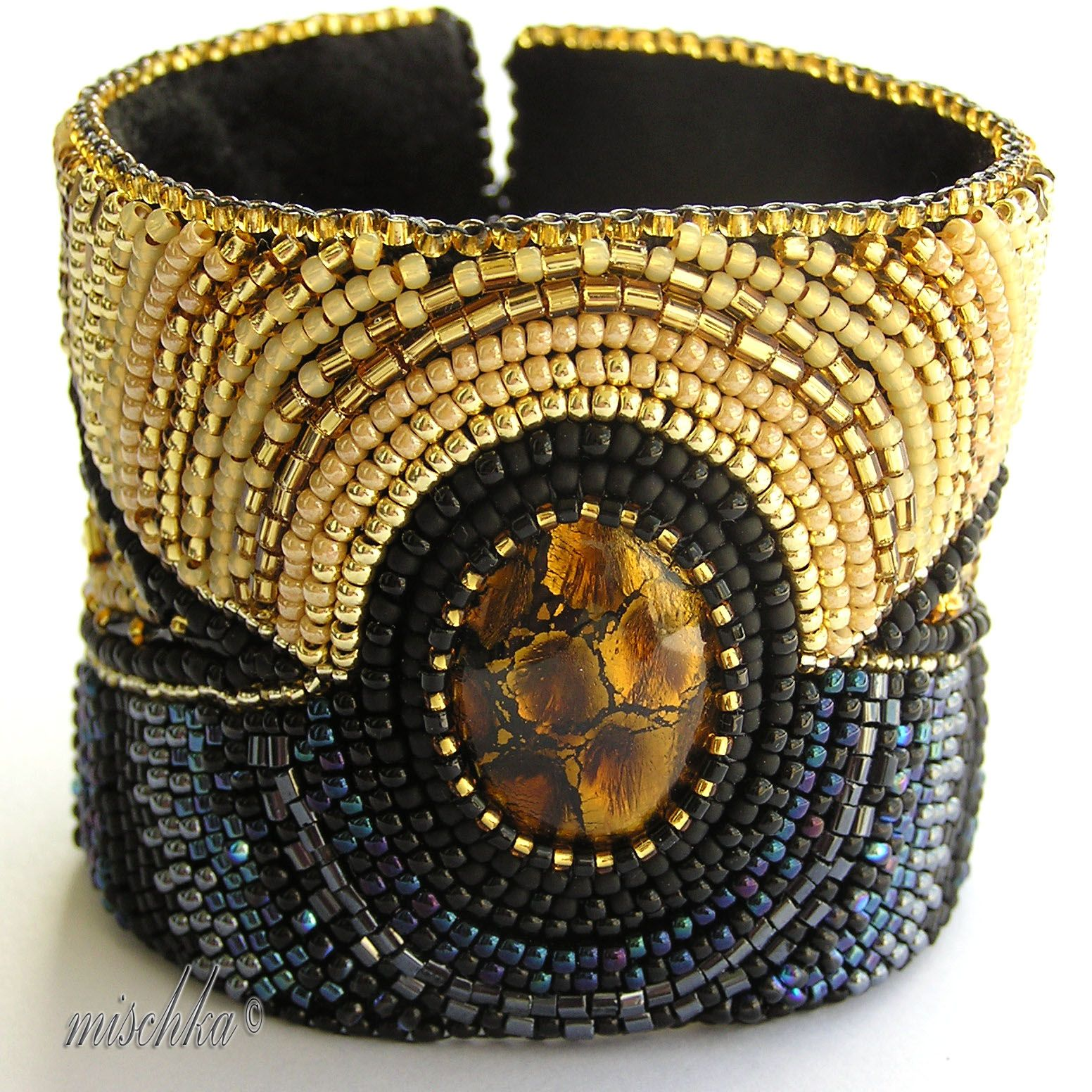 This here is one nice looking cuff.   Mischka's Fantastic Beadweaving