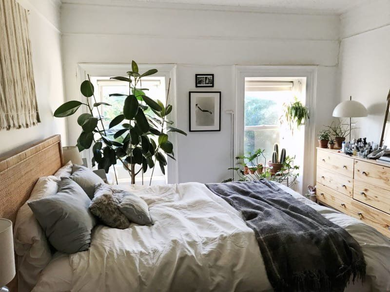 A Minimal Brooklyn Rental Is Petite But Ultra Functional Small Apartment Bedrooms Apartment Decorating Livingroom Small Room Design