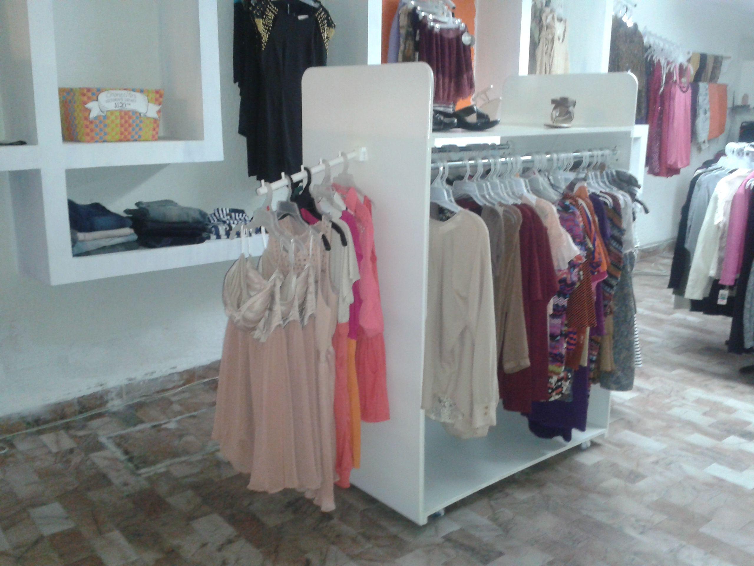 Exhibidor de ropa para boutique algunos art culos de - Articulos para decoracion escaparates ...