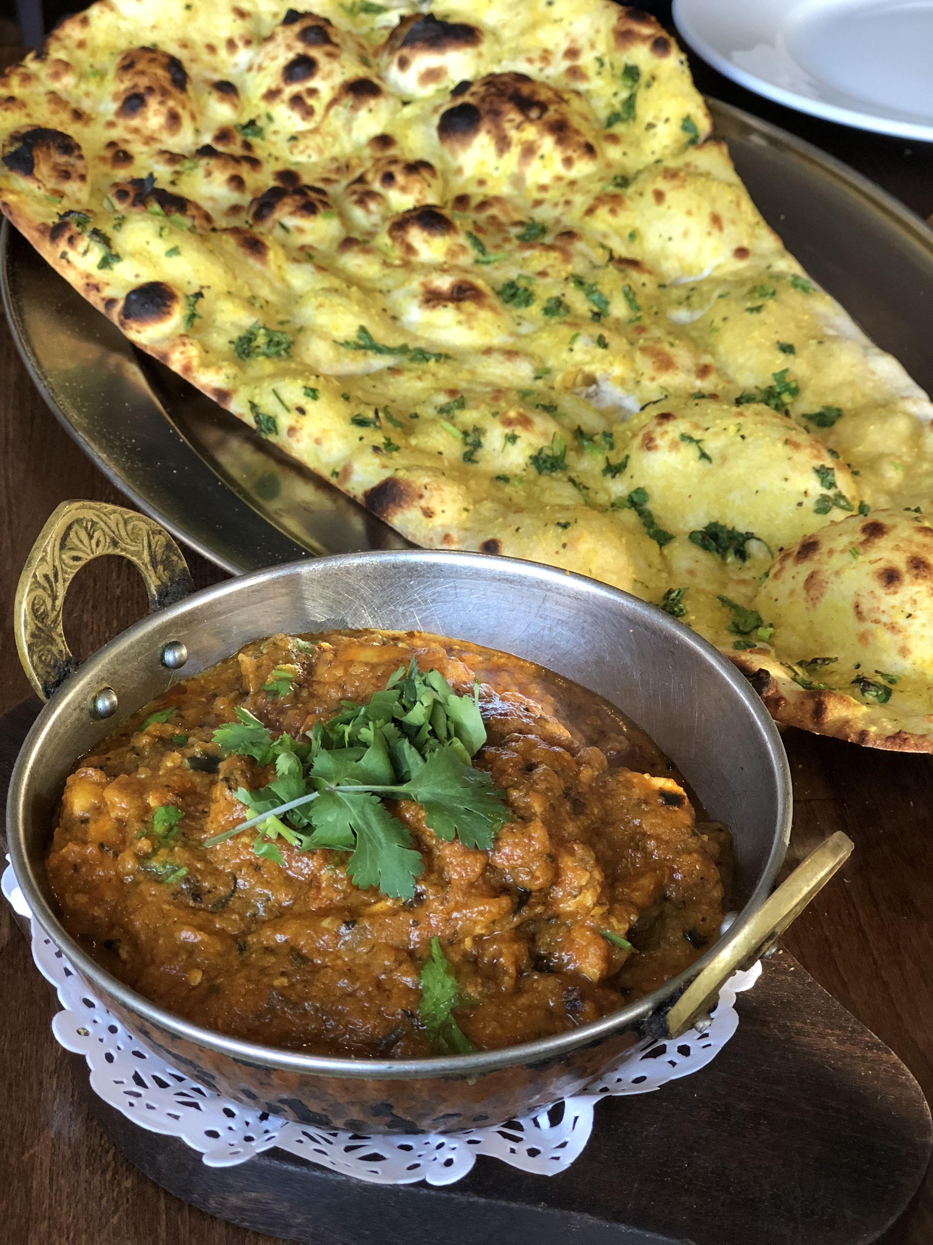 Bhuna Curry And Garlic Naan From Shezan Edinburgh Halal Recipes Food Food Places