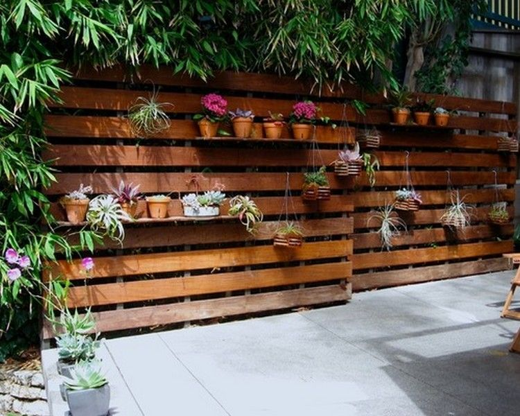 DIY Modern Wooden Pallet Fences