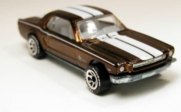Hot Wheels Classics #2-06 1965 Ford Mustang DK Gold 1/64      Free Shipping!!
