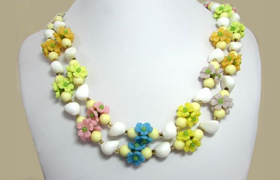1960s Plastic Flower Necklace  23 Colorful Fun Flower