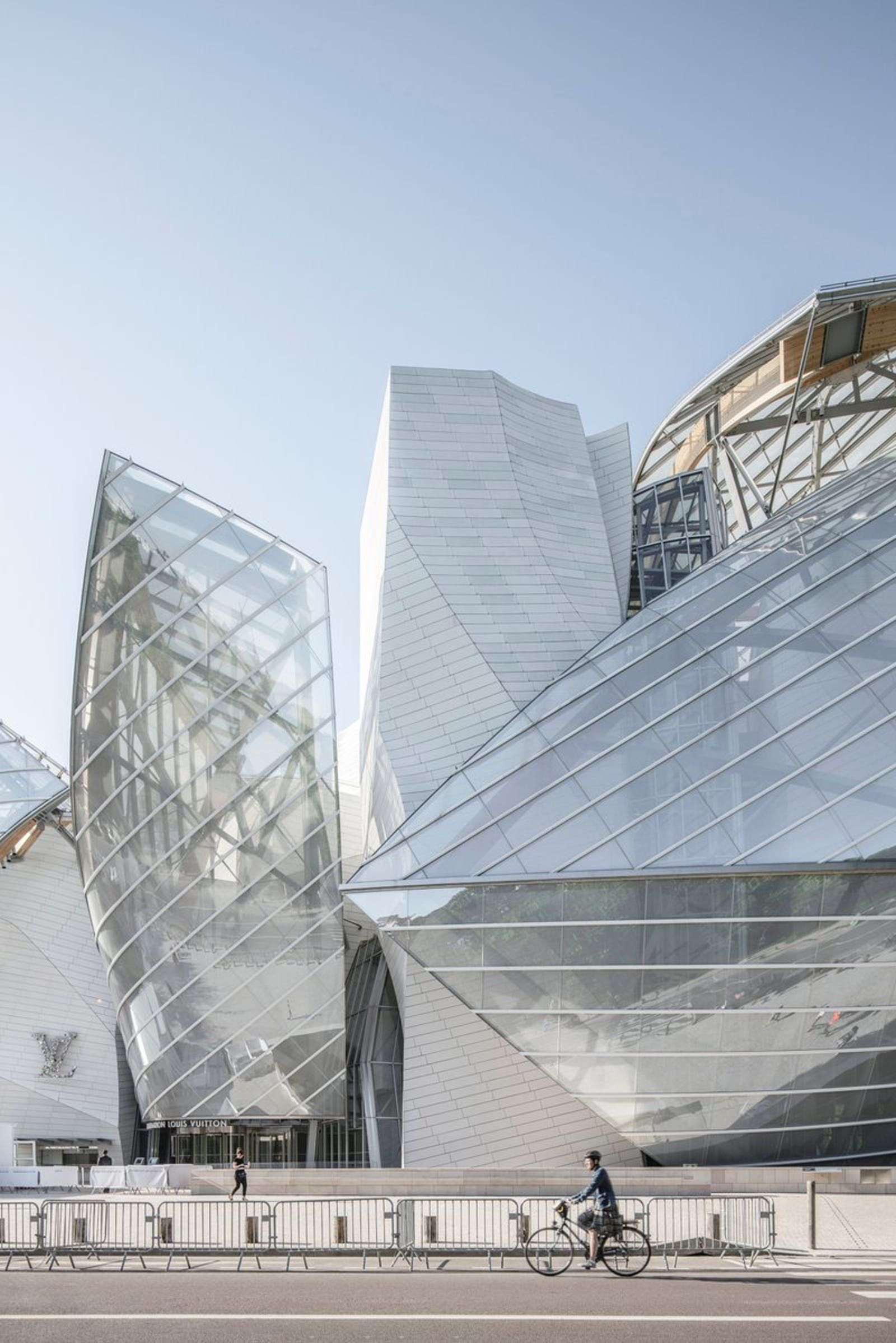 da4cde2c720 7 winning photos of Frank Gehry's Fondation Louis Vuitton Building ...